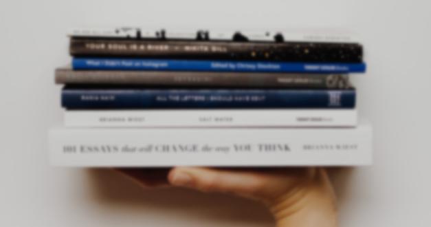 10 señales sutiles de que lees autores que son antibíblicos
