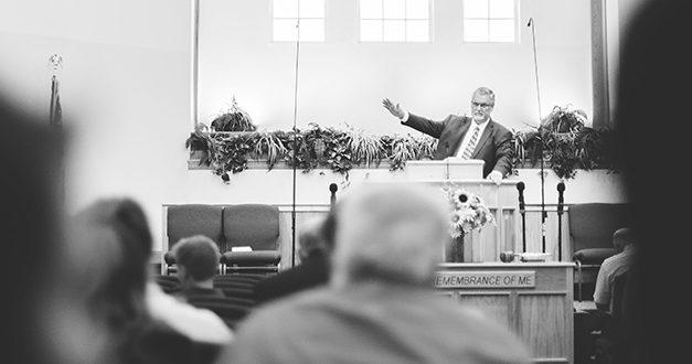 Muchas predicaciones, poca Biblia