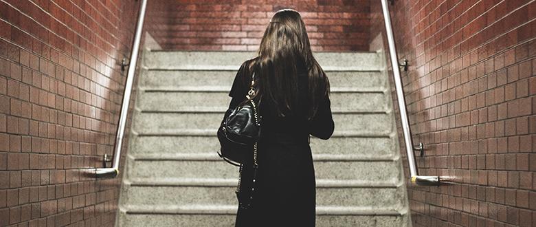 ¿Es pecado que una mujer trabaje fuera de casa?